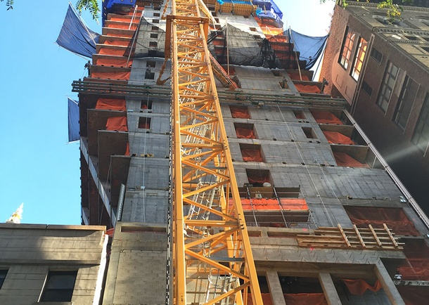 Lower cantilever construction.Photo courtesy of DeSimone Consulting Engineers, New York, NY