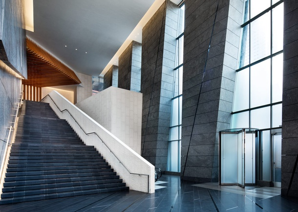 Entrance interior view. Photo courtesy of hudsonyardsoffices.com